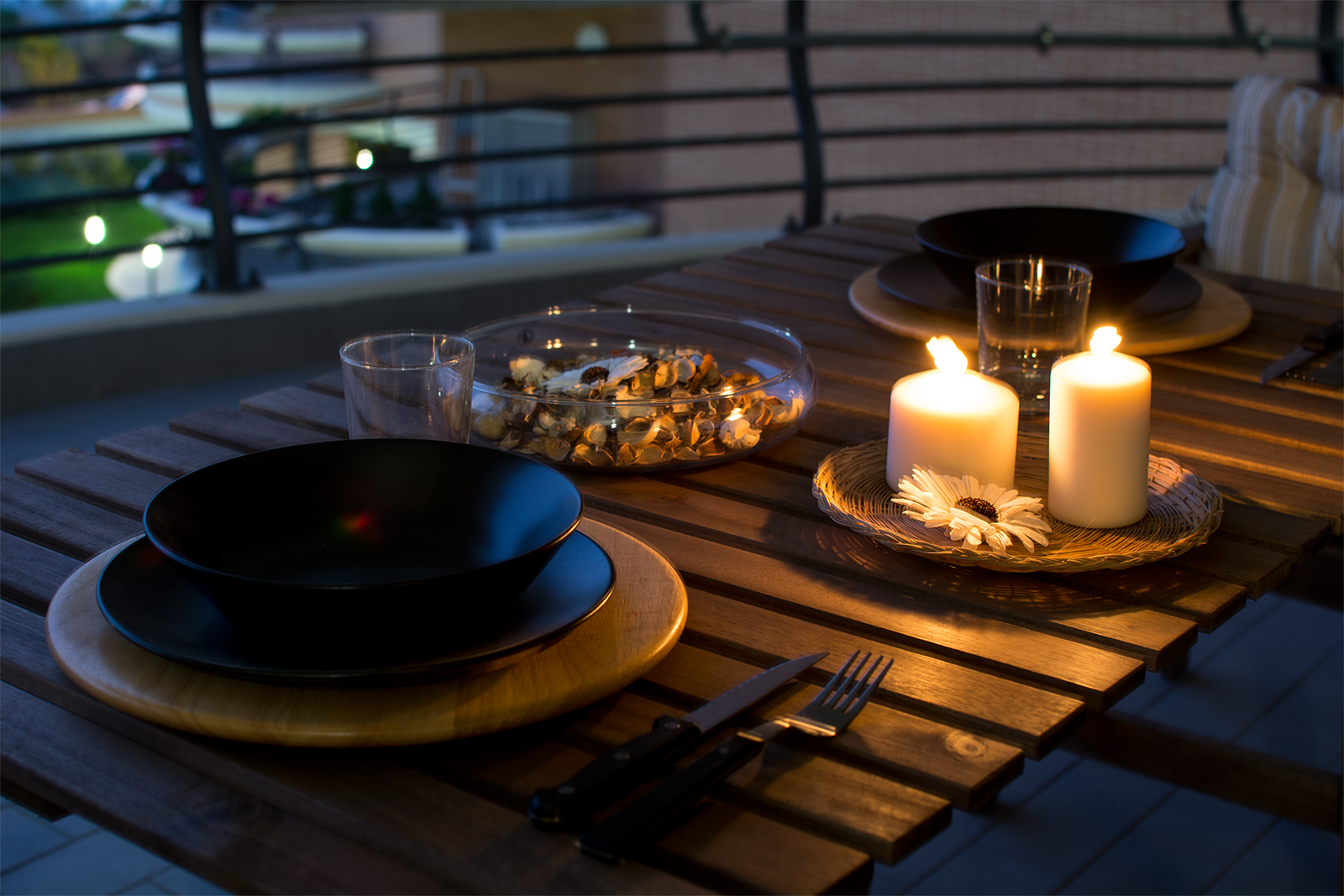 Enjoy a relaxing dinner in the large terrace, the perfect antidote to a day spent in the city